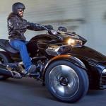 Spyder F3 – triciclo dos sonhos com rodas duplas dianteiras