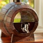 Barril de madeira para bebidas com visor de vidro nas tampas