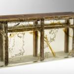 Balcão de madeira para bar encapsulado em resina transparente