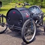 Carrinhos a motor e pedal de bombonas plásticas recicladas