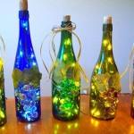 Garrafas de bebidas usadas na decoração iluminada de Natal