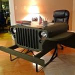 Dianteira de jipe militar da Segunda Guerra vira escrivaninha