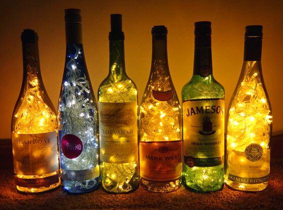 Decoração de Natal com garrafas de vinho