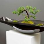 Equilíbrio entre o antigo e o moderno num vaso para bonsai