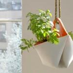 Vaso suspenso de tecido reciclado para horta em apartamento