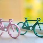 Jogo de ferramentas em chaveiro com a forma de bicicleta