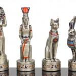 Divindades egípcias de pewter em lindo jogo de xadrez temático