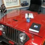 Por paixão, jipeiros transformam antigos Jeep Willys em móveis