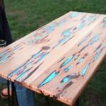 Tampo de mesa luminoso feito com madeira cheia de defeitos