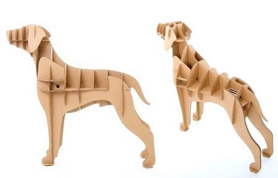 Retriever Labrador de papelão reciclado