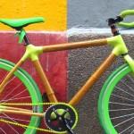 Bicicleta artesanal de bambu com conexões em fibra de carbono