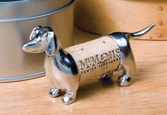 Cão feito de rolha de vinho