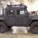 Jipe Land Rover Defender adaptado para o apocalipse zumbi