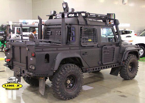Jipe Land Rover Defender adaptado para o apocalipse zumbi ...