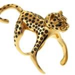 Anel de leopardo compõe um look de ar selvagem com atitude