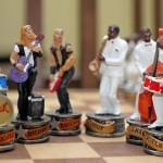 Duelo musical entre bandas de rock e jazz em jogo de xadrez