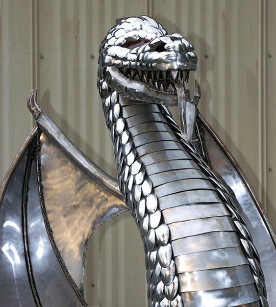 Escultura com metal reciclado
