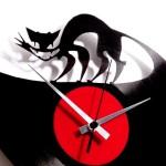 O pulo do gato é fazer relógios de parede com discos de vinil