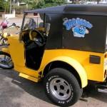 Jeep Willys com capota inspira triciclo com trailer a reboque