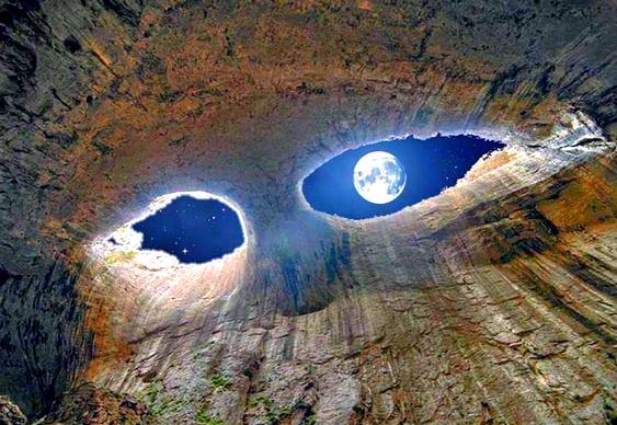 Caverna de olho na Lua