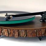 Picape para toca-discos de vinil feito com tronco de árvore