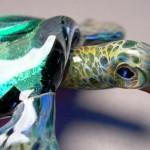 As lindas tartarugas marinhas fundidas em vidro colorido
