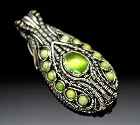 Prata com pedras preciosas