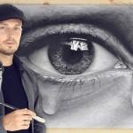 Desenhos de olhos e copos tão realistas que até parecem reais