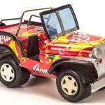 Miniaturas de Jeep Willys com latas de alumínio recicladas