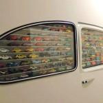 Estante para carrinhos com janelas de fusca embutidas na parede