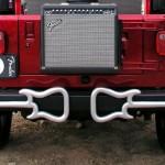 Para-choques de jipe enfeitados com perfil 3D de guitarras