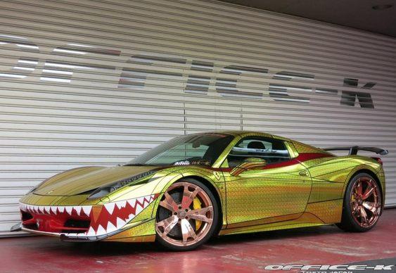Carro customizado como tubarão