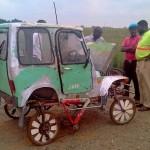 Jeep africano feito com sucata e peças de bicicletas recicladas