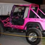 Pintura custom irada para Jeep: preto e rosa com labaredas