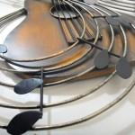 Violão 3D de metal para decorar bar com música ao vivo