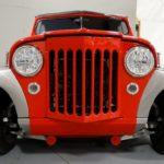 O incrível redesign de um raro Jeepster 1950 vermelho e prata