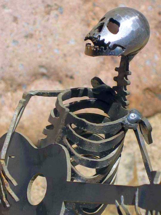 Esqueleto violonista