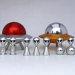 Estojos de joias e porta-trecos como OVNIs tripulados por ETs
