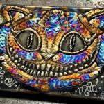 Gato Risonho desenhado com solda TIG em chapa de metal