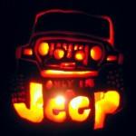 Jeep entalhado em abóbora para celebrar o Dia das Bruxas