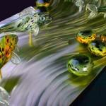 Painel surreal de aço escovado com peixes de vidro fundido