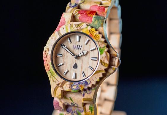 Relógio delicado de pulso