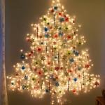 Painel luminoso de parede substitui árvore de Natal comum