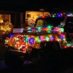 Jipes enfeitados para o Natal com lâmpadas LED pisca-pisca