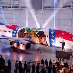 Como é feita a complexa pintura de um avião a jato Boeing 737