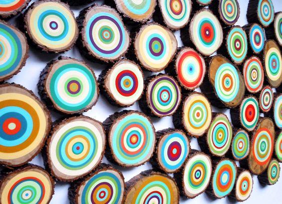 Painel com troncos de árvores