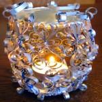Como fazer castiçais para velas com latas recicladas de alumínio