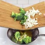 Tábuas de bambu articuladas por dobradiças para cortar legumes