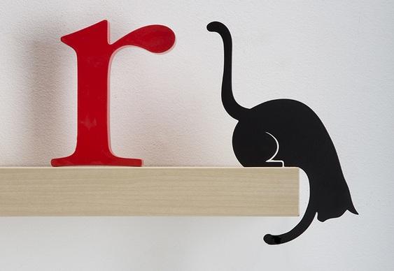 Decoração com gato de metal