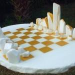 Jogo de xadrez com mármore evoca monumento Stonehenge
